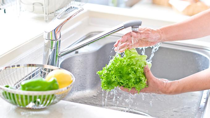 野菜の洗い方!トマトやほうれん草、意外と知らない正しい洗い方