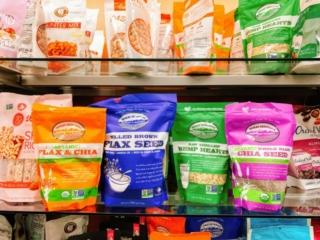 スーパーフード商品が棚に並ぶ
