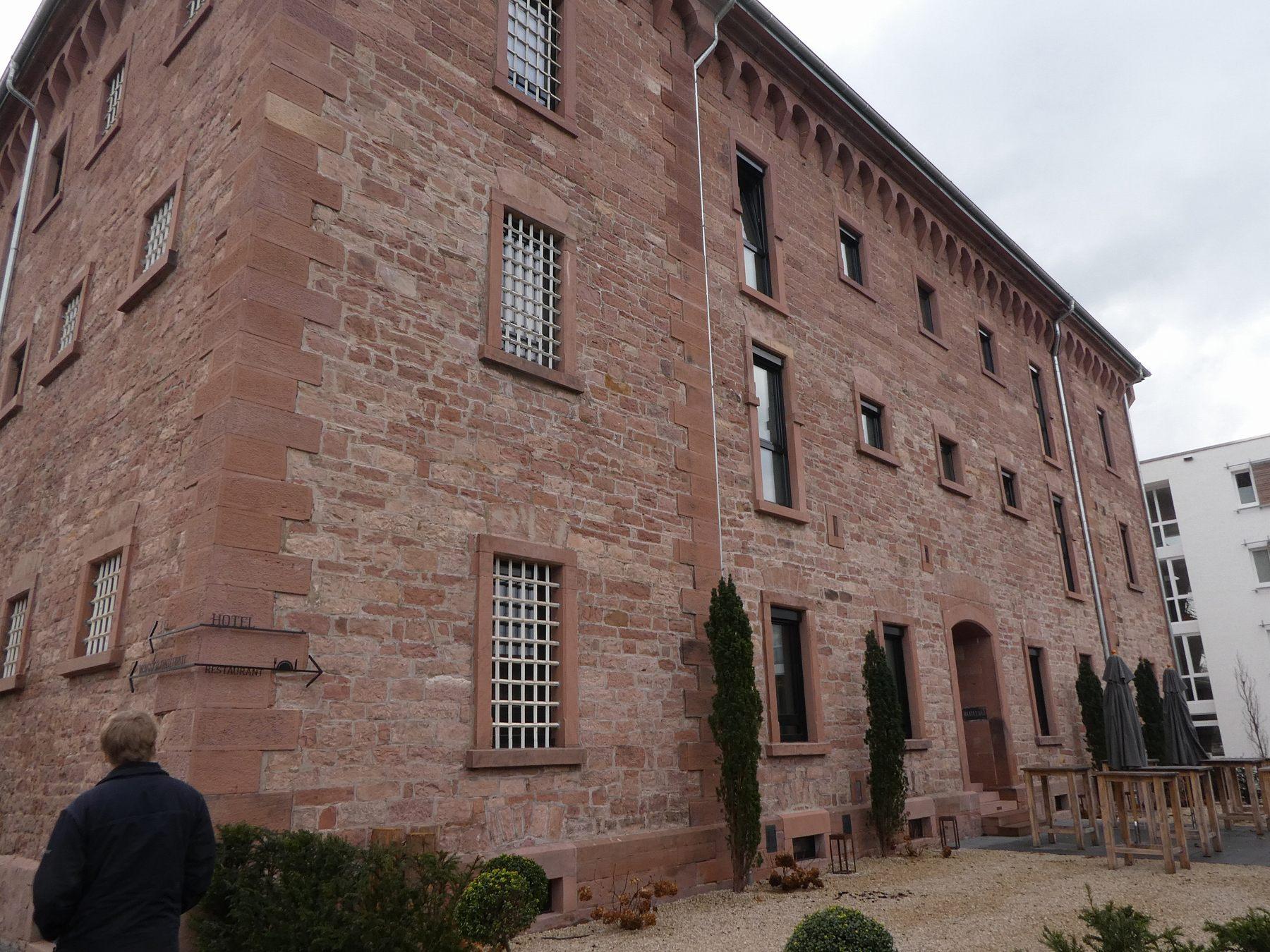 牢獄ホテルの外観