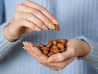 1月23日はアーモンドの日! アーモンドを1日23粒、食べて始めるスキンケア?!