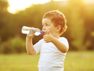 低ミネラルの水を飲み続けるデメリットは? 水を飲むときに留意したいこと
