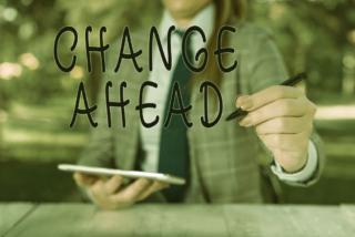 「CHANGE AHEAD」と書いている写真