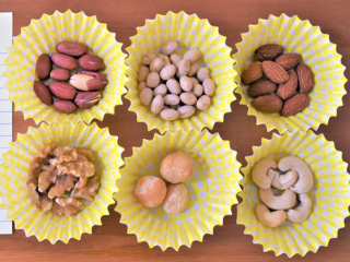 6種のナッツの画像