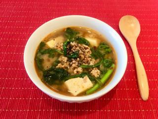 胃もたれ、せきが気になるときに!「ひき肉と春菊のうま辛にんにくみそスープ」#今日の作り置き