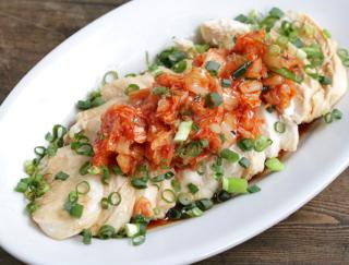 キムチで腸活!高たんぱく質&低カロリーな「むね肉のキムチよだれ鶏」