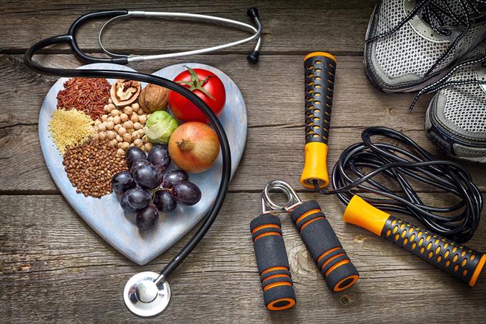 トレーニング器とフルーツ、穀類