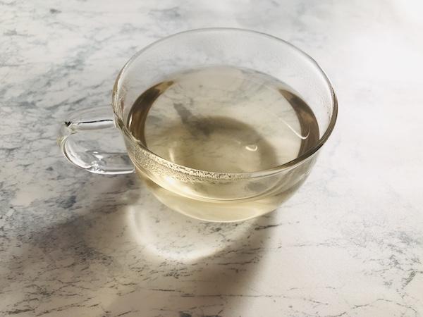 カップに抽出した黒豆茶