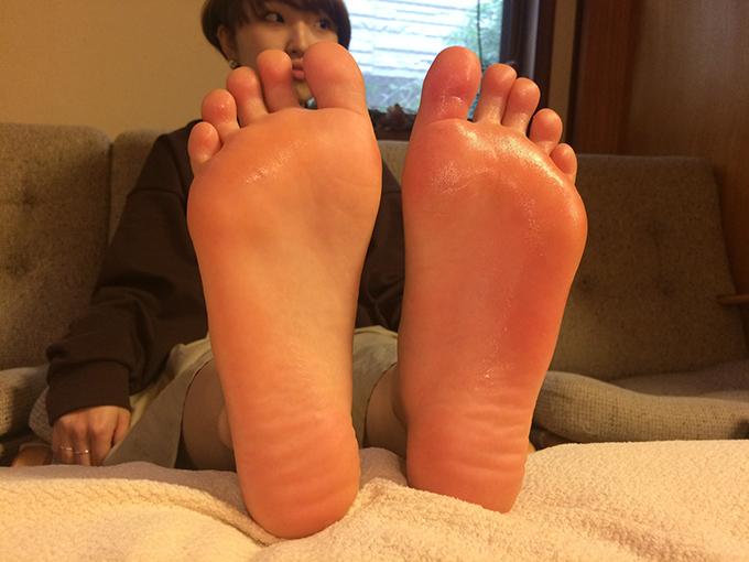 先生に刺激してもらった足は全体が赤くなった