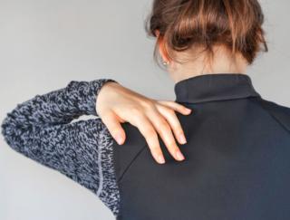 「腕ふり体操」「筋膜リリース」でガチガチに固まった肩がすっきり! 肩こり解消法5選