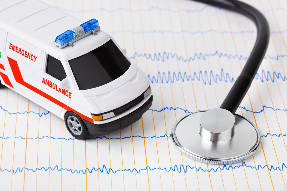 救急車の模型と聴診器