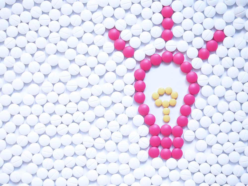 薬を並べてアイデアマークを制作