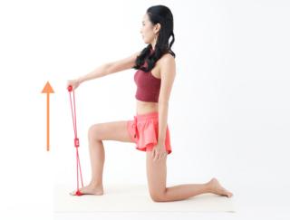【100均グッズ】シリコン製チューブを使ったエクササイズで、「肩周り」のシルエットを美しく!