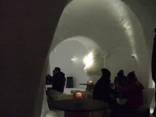 氷の家「イグルー」の中