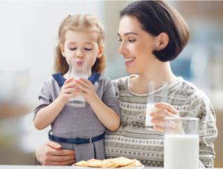 低脂肪牛乳のほうが老けない!? 脂肪分1%の違いでなんと4.5年のアンチエイジングケアに!