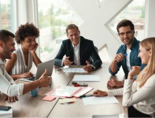 同僚の働きは自分のスキルに影響。組織のなかでじょうずに評価を高めるコツは?