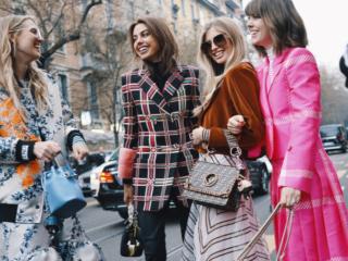 さまざまな女性のファッション