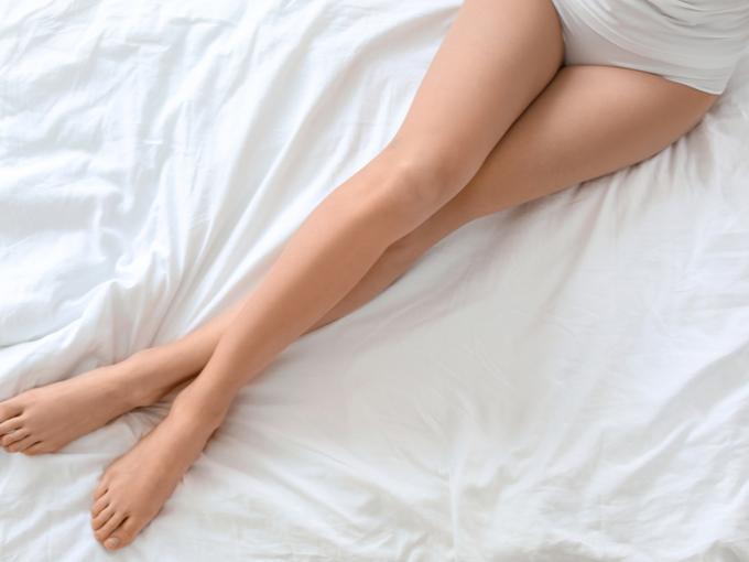 美しいラインの長い脚