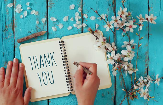 「THANK YOU」と書いている写真