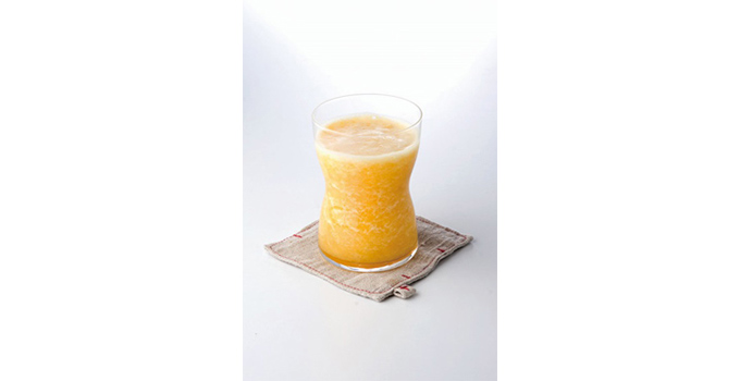 グレープフルーツとオレンジのジュース