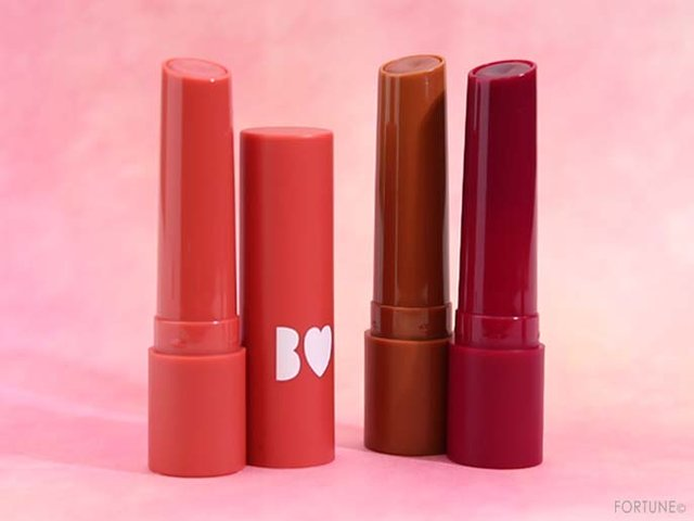 《B IDOL(ビー アイドル)》伝説の「つやぷるリップ」から春夏新色が3/26~登場!ピンク・オレンジブラウン・プラムカラーの新3色をレビュー