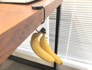 オフィスの「置きバナナ」の保管にぴったり! 100均のバッグハンガー活用術 #Omezaトーク