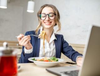 ストレスでつい食べ過ぎちゃう…「食への執着」を手放すにはどうすればいい?