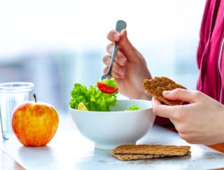 腸内細菌のバランスを効果的に整える秘訣は「食物繊維+たんぱく質」の組み合わせ