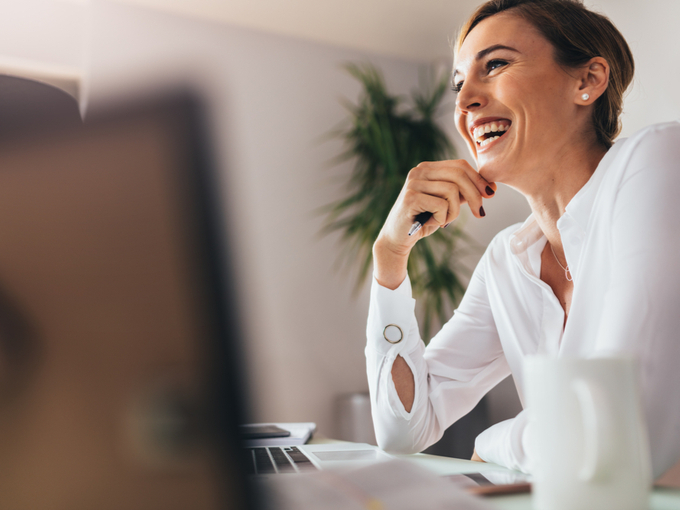 仕事をする健康的な女性