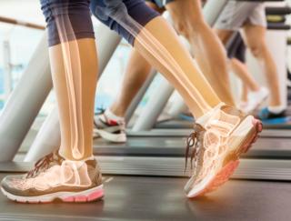 骨の老化を食い止める! 1日1分、ひざをたたくだけで骨を強くする「骨たたき」