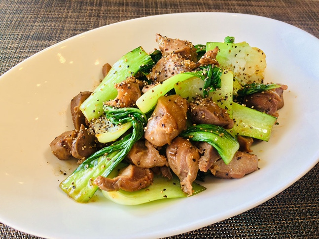 さっと炒めてでき上がり! 低糖質&高たんぱくおかず「砂肝とチンゲン菜のペッパー炒め」#今日の作り置き