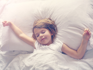 夜ふかしが発育に悪影響!? 子どもの成績を上げるなら睡眠時間の確保が必須!