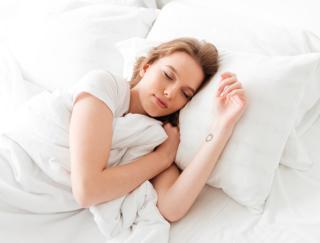 眠たい春こそ睡眠を味方につけてツヤ肌に! 眠りと美肌の深~い関係