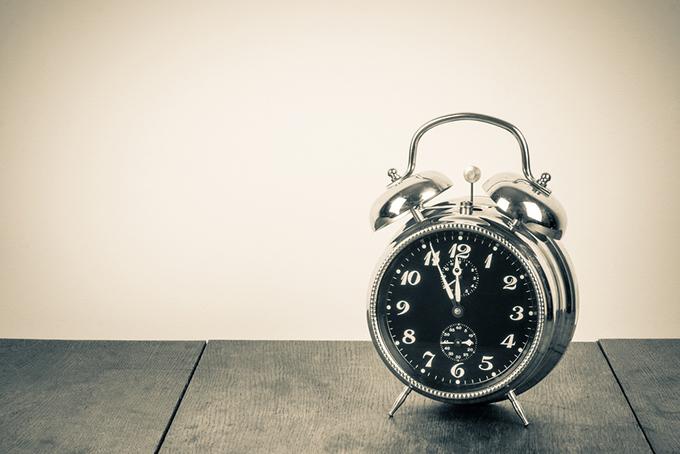 黒い時計の画像