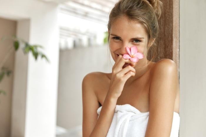 お風呂上りですっきりしている女性
