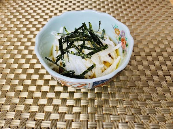 酢じょうゆをかけた長いもの小鉢