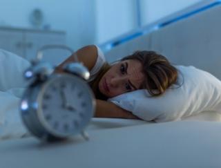 夜中や朝方に目が覚めてしまう……朝までぐっすり眠る方法が知りたい!