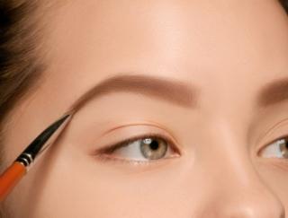 顔型別の成功法則! 小顔に見える眉の描き方をヘアメイクさんが伝授
