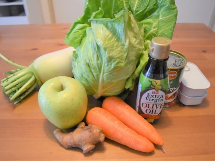 野菜や缶詰などの画像
