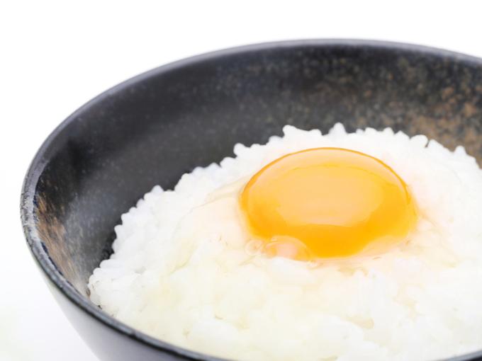 生卵をのせたごはん