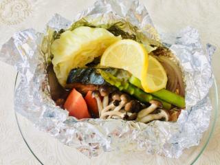 野菜と魚が一緒にとれる!「さわらと春野菜のホイル焼き~オイスターレモンソース~」 #今日の作り置き