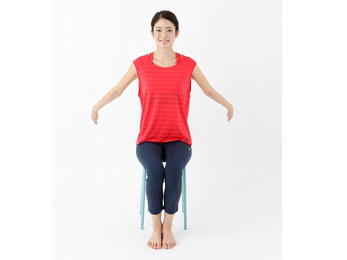 腕をふるだけ! 1日3分でガチガチな肩こりを解消する「腕ふり体操」