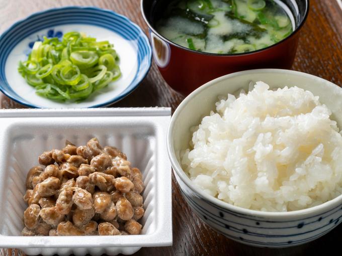 食事に添えた納豆