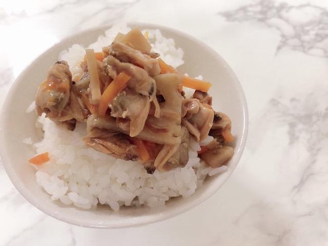 ご飯にかけたあさりと生姜の深川飯