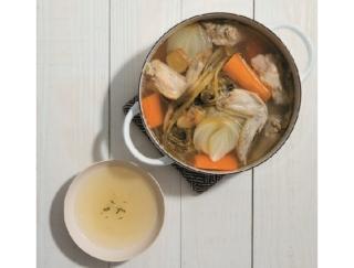 """NYで大ブームの""""飲む美容液"""" 手羽先と野菜で煮込んだ「骨だしスープ」の作り方"""