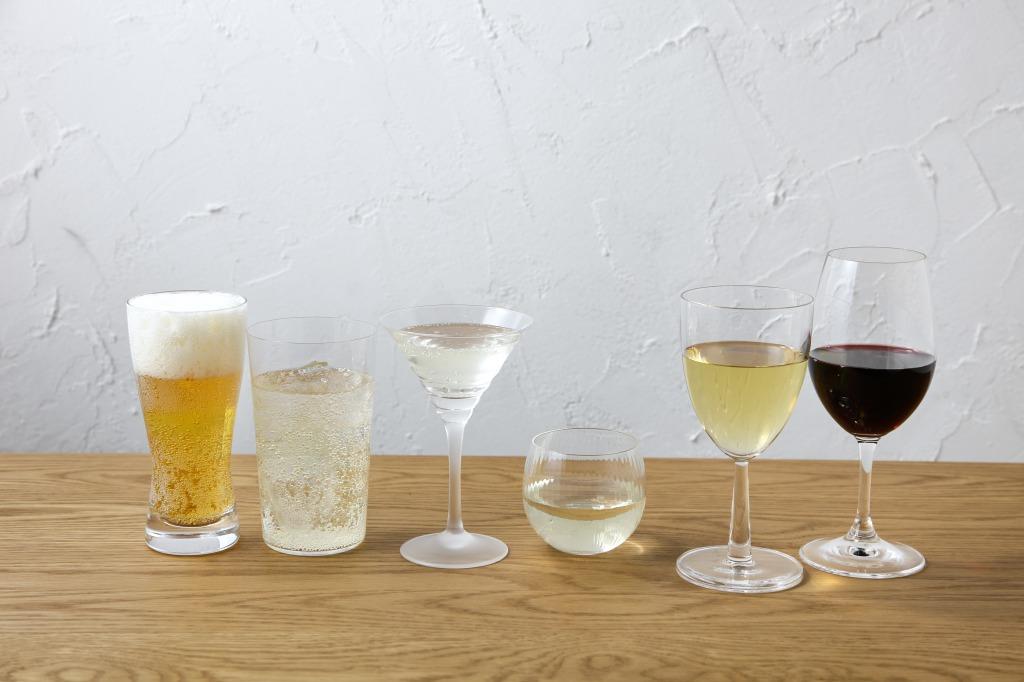 お酒6種が並んでいる