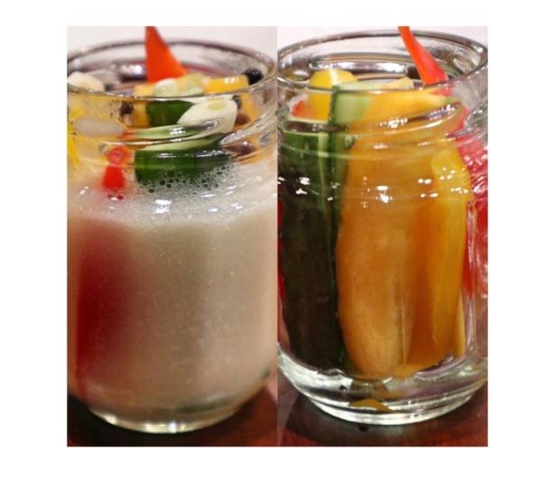 麹甘酒に着けた状態の野菜(左)とでき上がった麹ピクルス(右)