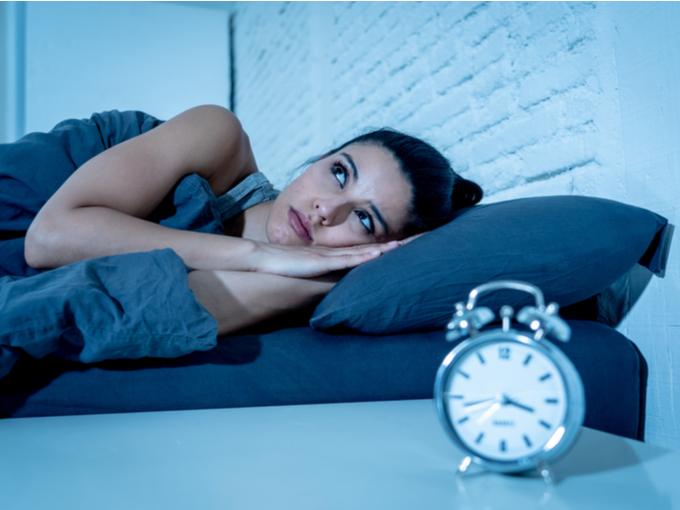 朝方まで寝つけない女性