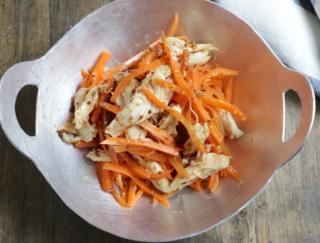 にんじんで免疫力アップ! 和と洋のおいしいとこどり「鶏ささみとにんじんの和風マスタードサラダ」