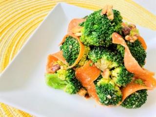 ごまとナッツが香ばしい!「ブロッコリーとリボンにんじんのビタミンサラダ」#今日の作り置き