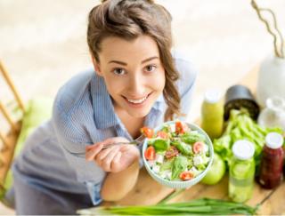 妊娠前の食事も赤ちゃんに影響!? 野菜中心の食事にすると早産リスクが低下